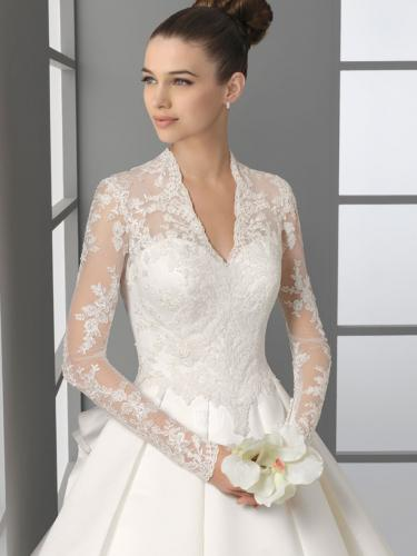 Delphine Manivet robe de mariée simple by Wenfeng Zhou